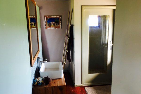 Travessia-Beach-Lodge-Mozambique-Casa-Madeira-Bathroom