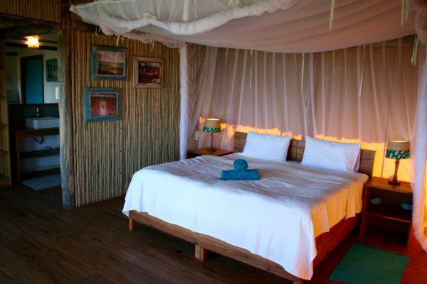 Travessia-Beach-Lodge-Mozambique-Casa-de-Mel-Bed